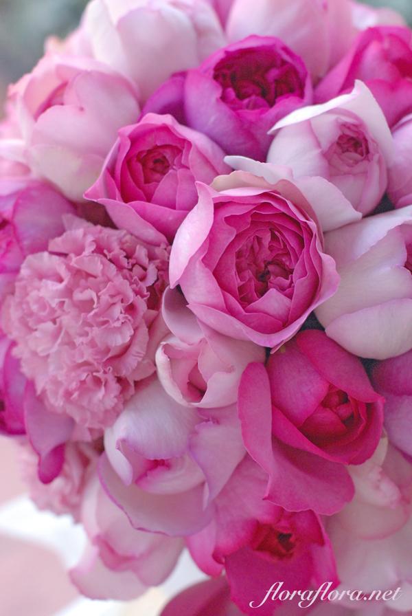 魅惑のピンクグラデーション イブシリーズのローズウェディングブーケ 1月最後の月曜日に_a0115684_00014139.jpg
