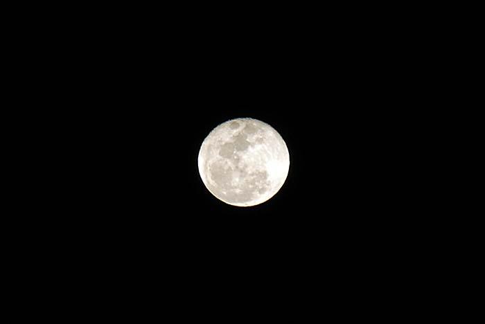 十六夜の月_e0016894_2121916.jpg