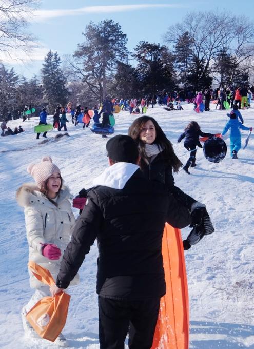 セントラルパークで雪ソリ遊びするならココ、Cedar Hill_b0007805_22284887.jpg