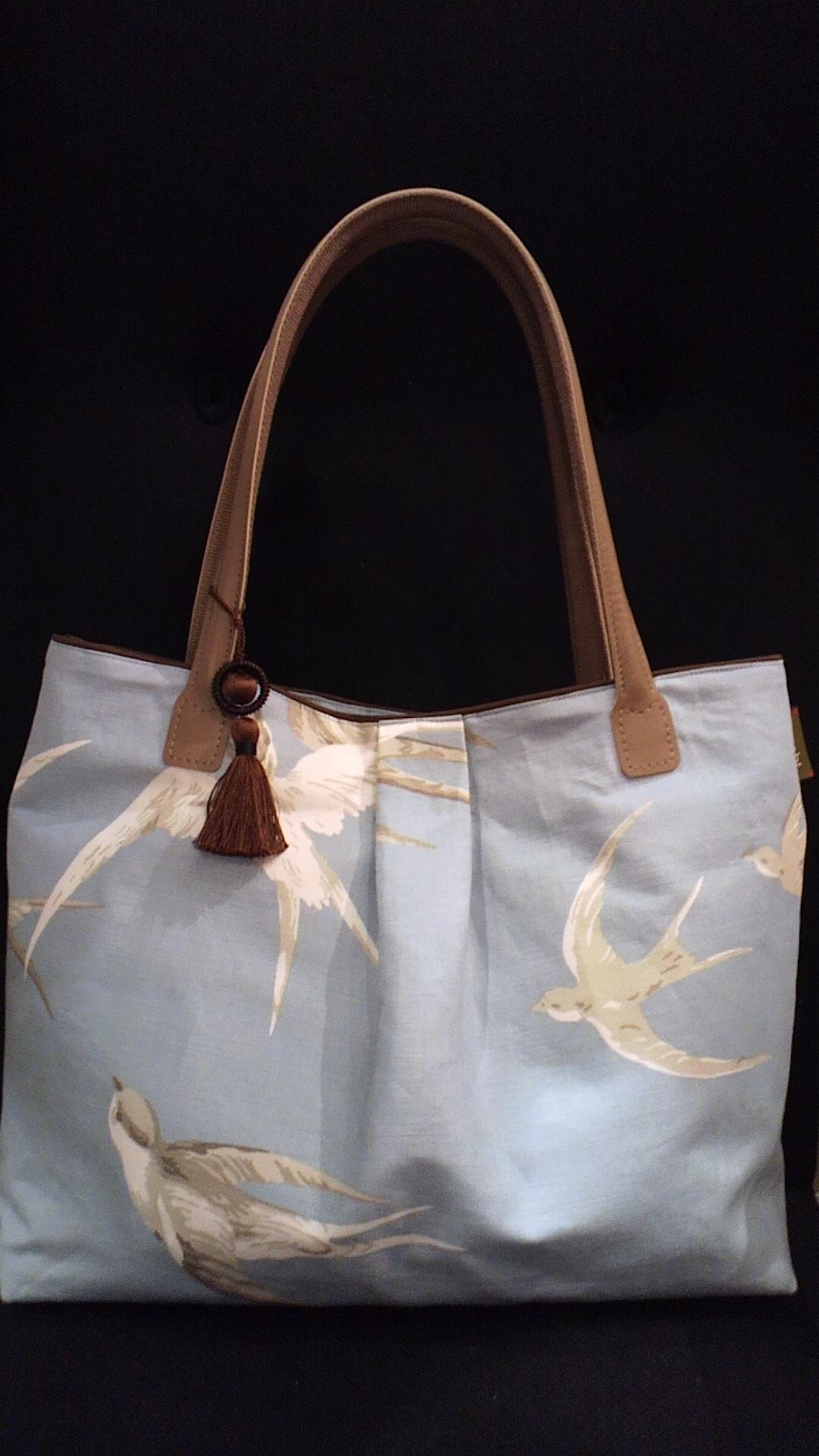 つばめ柄の布バッグ『サンダーソン』_c0157866_138712.jpg