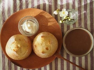 木曜日はパンのランチです。_a0325273_08230385.jpg