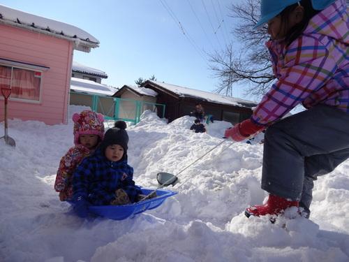 雪あそび楽しいよ!_d0166047_14505624.jpg
