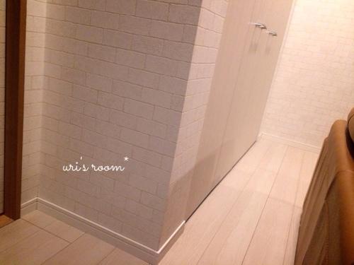 入居2ヶ月足らずで壁紙が傷ついた件(´Д⊂グスン_a0341288_17271506.jpg