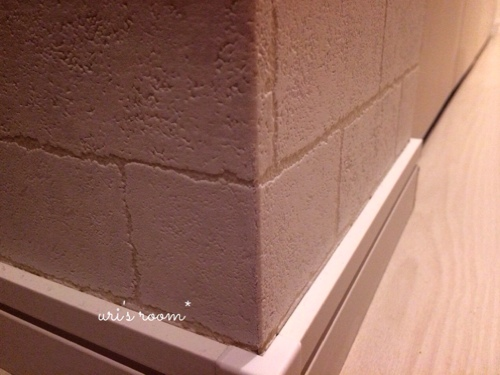 入居2ヶ月足らずで壁紙が傷ついた件(´Д⊂グスン_a0341288_17271552.jpg