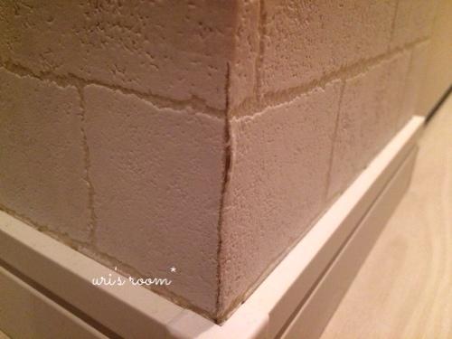 入居2ヶ月足らずで壁紙が傷ついた件(´Д⊂グスン_a0341288_17271582.jpg