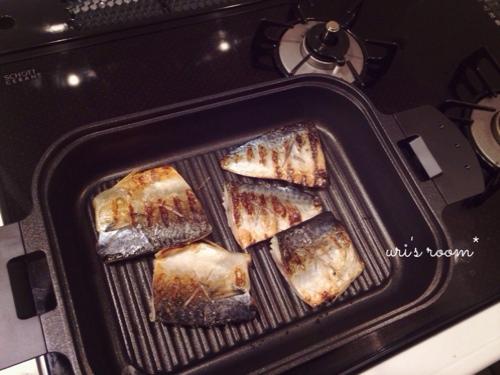 さらば面倒な魚焼きグリル!グリルパンを使って…昨日の晩ごはんは鯖の塩焼き!_a0341288_17273810.jpg