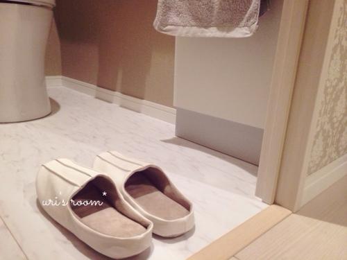 玄関の来客用スリッパと、トイレのスリッパはsarasa design storeさんにて。_a0341288_17274261.jpg