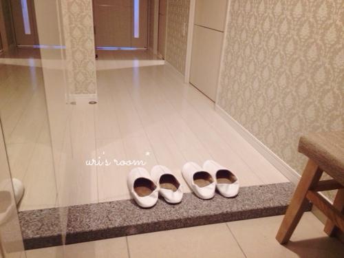 玄関の来客用スリッパと、トイレのスリッパはsarasa design storeさんにて。_a0341288_17274273.jpg