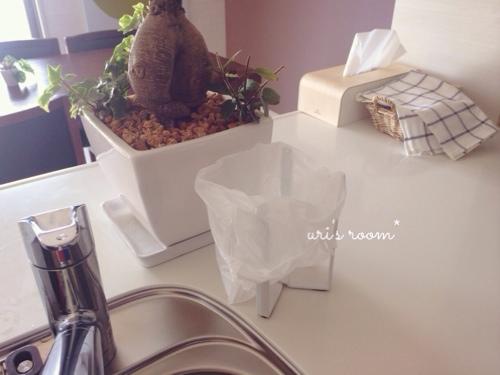 わが家のゴミ箱紹介(´∀`)と、こないだ買ったプチプラシャツが使える!_a0341288_17274318.jpg