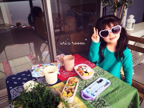 子供が作ったシールにほっこり(´∀`)それからベランダピクニック!_a0341288_17280109.jpg