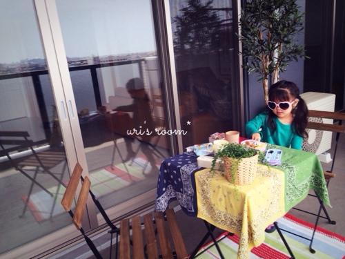 子供が作ったシールにほっこり(´∀`)それからベランダピクニック!_a0341288_17280191.jpg