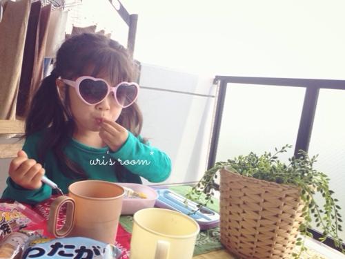子供が作ったシールにほっこり(´∀`)それからベランダピクニック!_a0341288_17280200.jpg