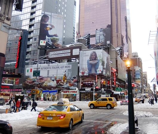 大雪翌日のニューヨーク、ミッドタウンの様子_b0007805_2357143.jpg