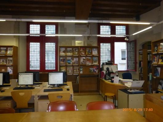 フルネイ国立図書館_d0263859_11114407.jpg