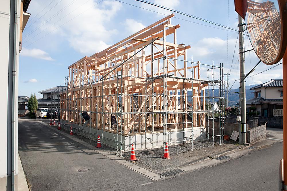 木造2階建てモダン屋根の家─1─_a0163962_1641513.jpg
