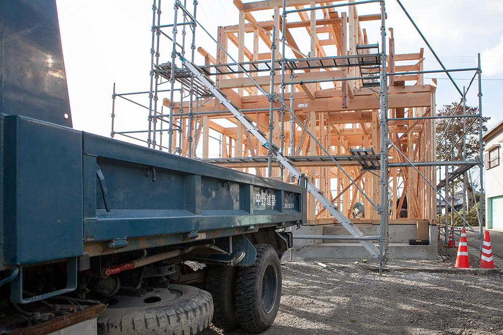 木造2階建てモダン屋根の家─1─_a0163962_1641587.jpg