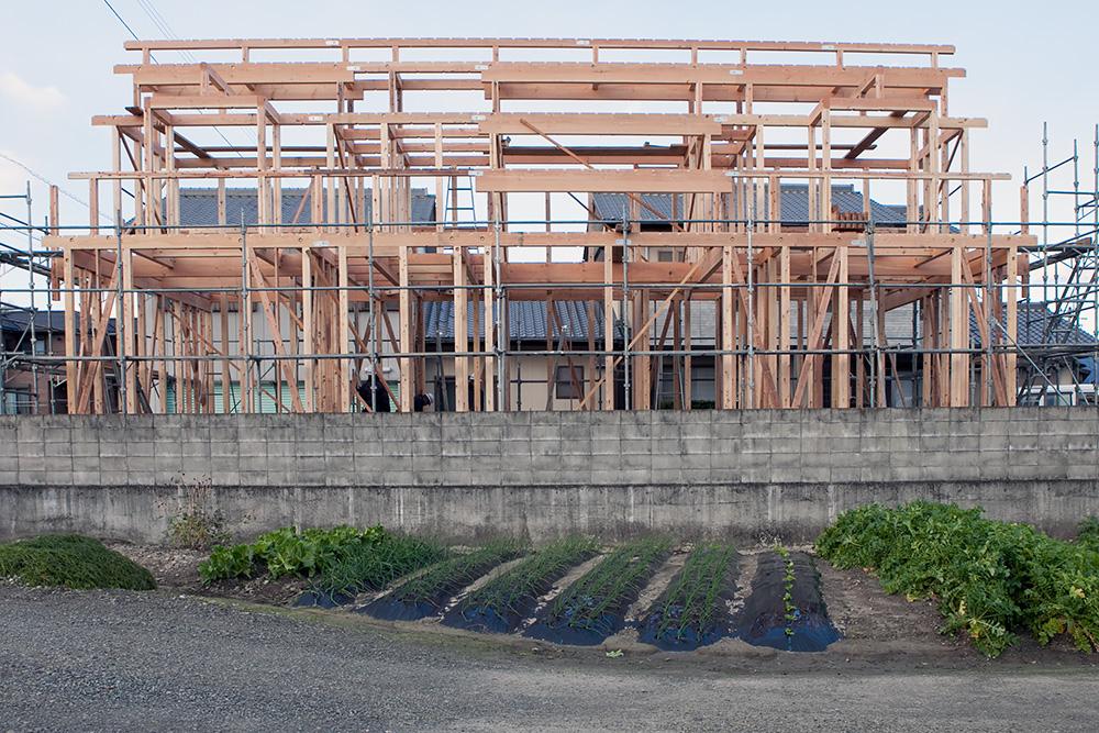 木造2階建てモダン屋根の家─1─_a0163962_1645677.jpg