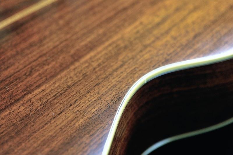 マーチンギターのバインデング剥がれ_c0330563_12084120.jpg
