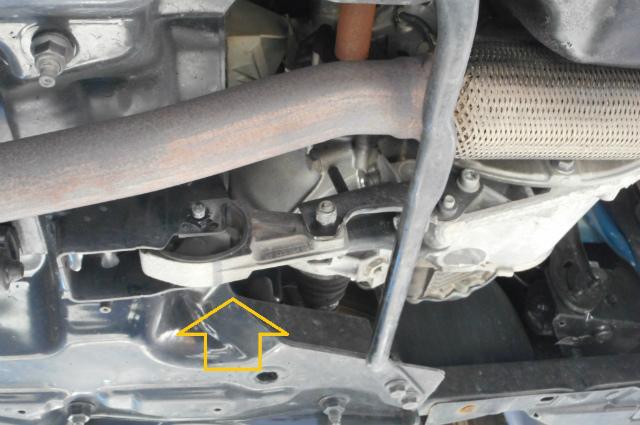 エンジンだけが揺れるのはなぜだ ~プジョー207 エンジンマウント交換~_c0267693_17062702.jpg