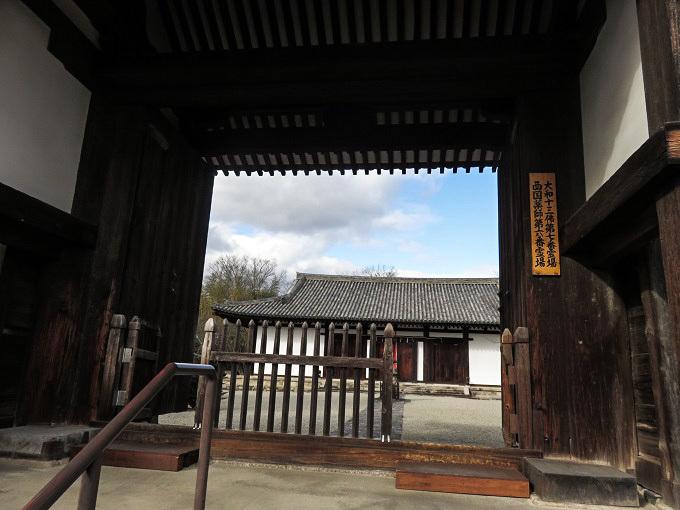 威厳に欠ける新薬師寺の鬼瓦_f0346196_15582456.jpg