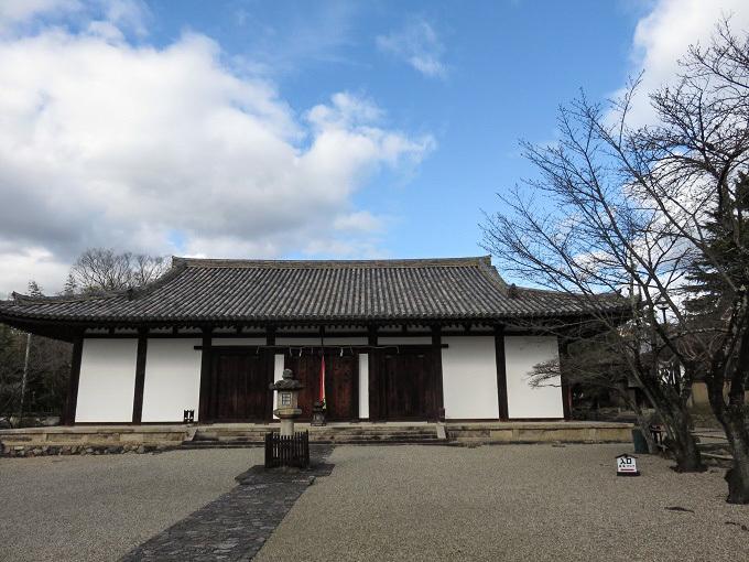 威厳に欠ける新薬師寺の鬼瓦_f0346196_15583012.jpg