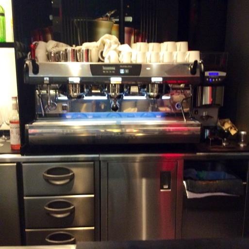 表参道のARMANI  CAFFEは穴場です。_b0210699_22370616.jpg