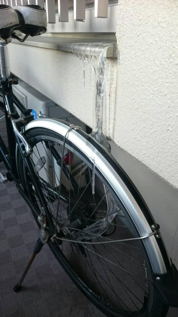 自転車にツララが...。_e0184224_14542696.jpg