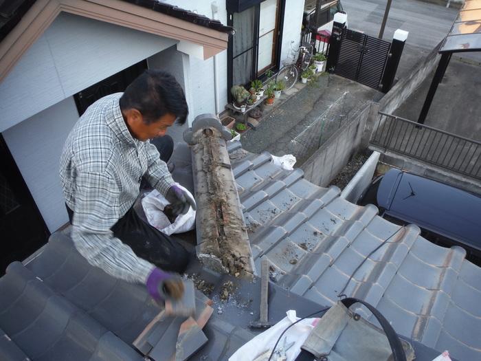 屋根瓦葺き直し ~ 1階屋根続きです。_d0165368_781424.jpg