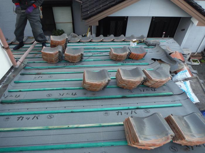 屋根瓦葺き直し ~ 1階屋根続きです。_d0165368_78456.jpg