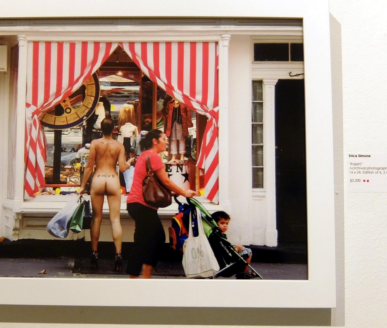 ニューヨークの街角でのフルヌードのセルフ・ポートレート写真展、Nue York by Erica Simone_b0007805_6181361.jpg