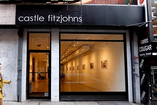 ニューヨークの街角でのフルヌードのセルフ・ポートレート写真展、Nue York by Erica Simone_b0007805_6184578.jpg