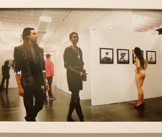 ニューヨークの街角でのフルヌードのセルフ・ポートレート写真展、Nue York by Erica Simone_b0007805_636858.jpg