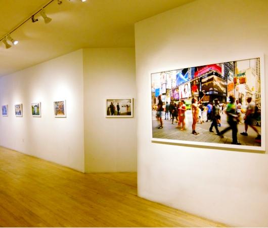 ニューヨークの街角でのフルヌードのセルフ・ポートレート写真展、Nue York by Erica Simone_b0007805_637154.jpg