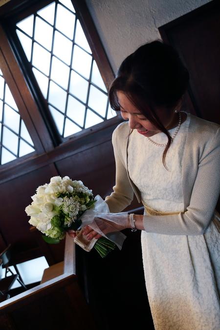 挙式装花 高輪教会様へ ワンピースのドレスのブーケと、冬の日の装花_a0042928_19552824.jpg