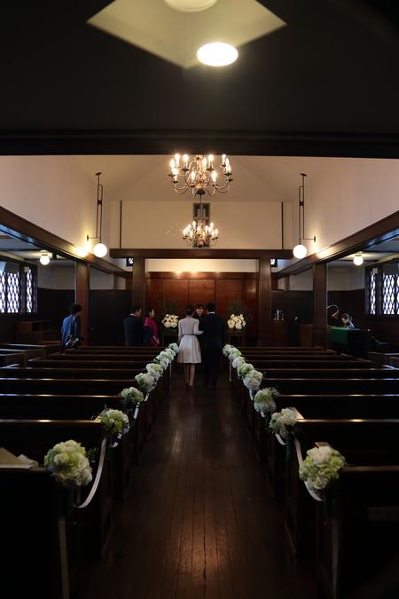 挙式装花 高輪教会様へ ワンピースのドレスのブーケと、冬の日の装花_a0042928_19564725.jpg
