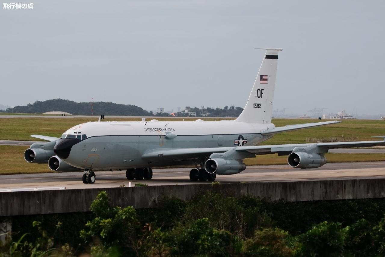 嘉手納飛行場 WC-135Cの離陸 アメリカ空軍_b0313338_16174534.jpg