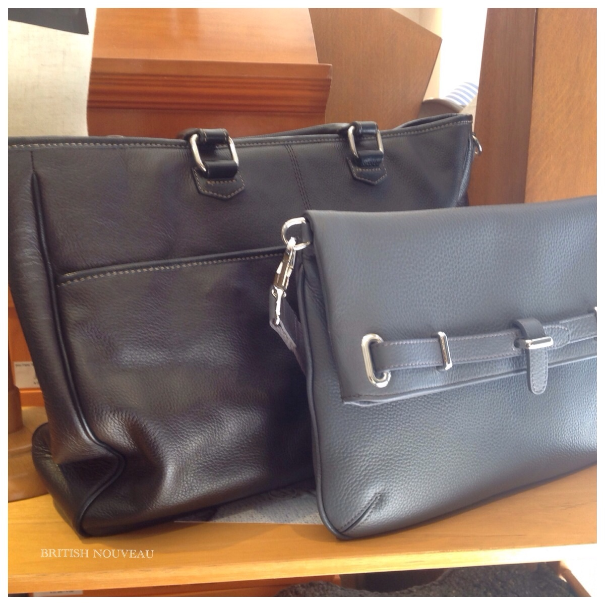 Leather bag  (^_^)_f0039487_11065335.jpg