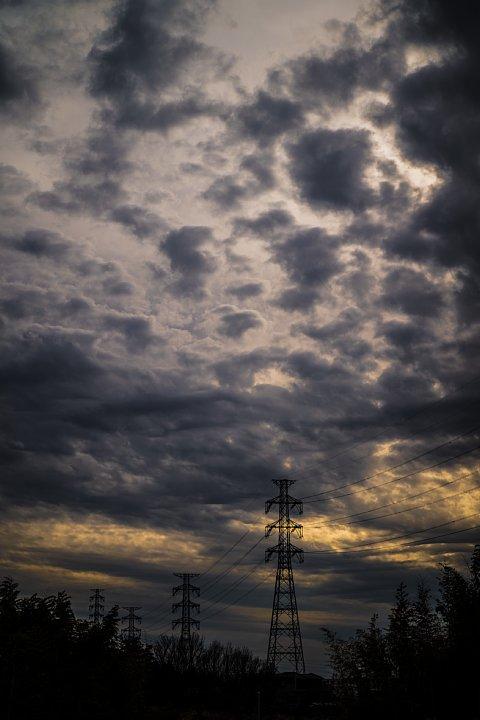 大魔神が躍り出そうな空模様_d0353489_21234811.jpg