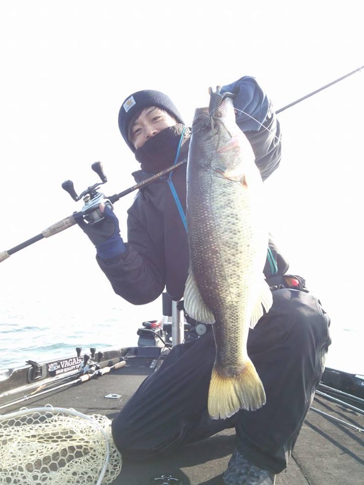 釣果報告 【琵琶湖で59センチ4000gフィッシュ!!- NLWフットボールジグ】_d0145899_22415943.jpg