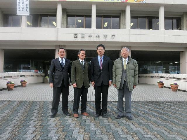 四国中央市(愛媛県)の「世界一効率的な製紙工場」と「紙のまち資料館」_f0141310_7325132.jpg