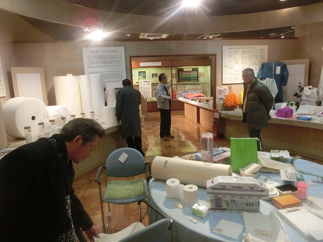 四国中央市(愛媛県)の「世界一効率的な製紙工場」と「紙のまち資料館」_f0141310_734225.jpg