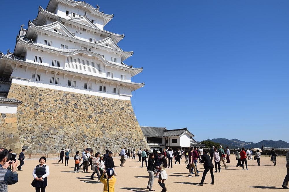 白鷺の天守閣がよみがえった姫路城を歩く。 その3 ~三国堀・二の丸・本丸~_e0158128_19190475.jpg