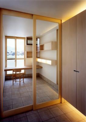 高床の家の玄関_e0097130_23071236.jpg