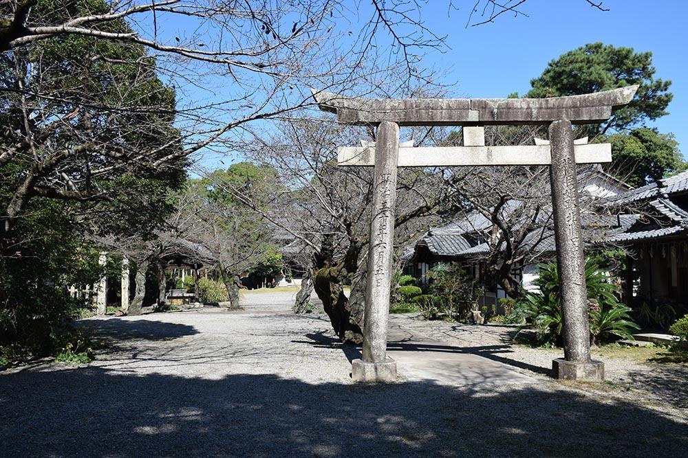 白鷺の天守閣がよみがえった姫路城を歩く。 その7 ~姫山公園・姫路神社~_e0158128_18101623.jpg