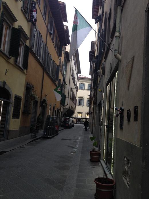 フィレンツェの街中に不思議な呪文_a0136671_0333814.jpg