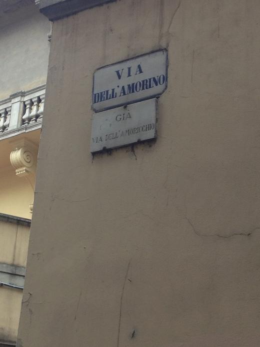 フィレンツェの街中に不思議な呪文_a0136671_0453139.jpg