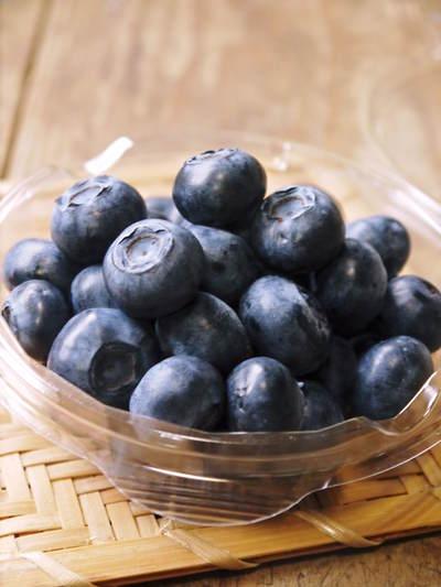 フレッシュブルーベリー 大きくて美味しい果実を実らせるために!枯れ枝剪定と冬の剪定作業の様子_a0254656_1720622.jpg