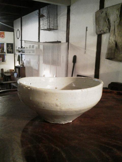 李朝のやや変形した碗 + かわいそうなふくすけ_e0350308_821472.jpg
