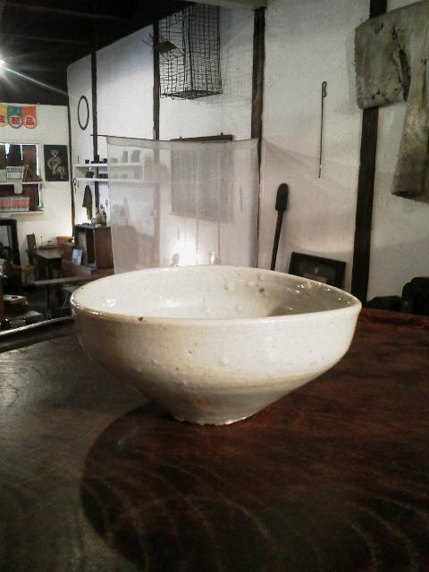 李朝のやや変形した碗 + かわいそうなふくすけ_e0350308_821475.jpg