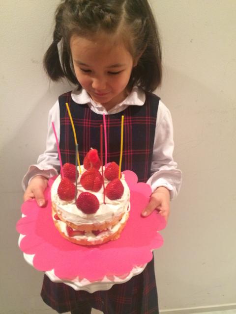 今年の娘のバースデーケーキは、、、_e0309971_02183076.jpg